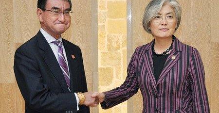 河野太郎 左翼おじさん 日韓外相会談 腕時計 竹製に関連した画像-01