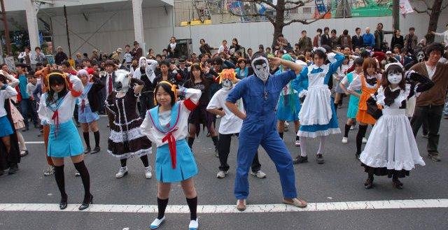 オタク 10年前 秋葉原 驚異的人数でハレ晴レユカイを踊るoffに関連した画像-01