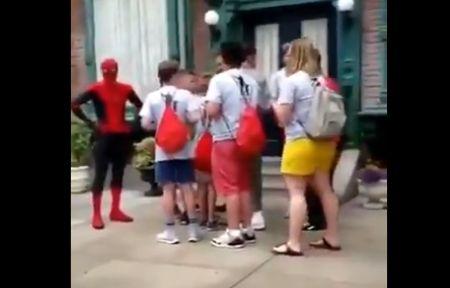 スパイダーマン ディズニーランド トムホランドに関連した画像-01