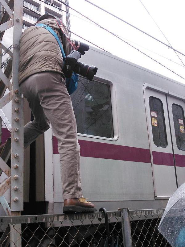 撮り鉄 日本経済新聞 記者 迷惑 竹ノ塚に関連した画像-02