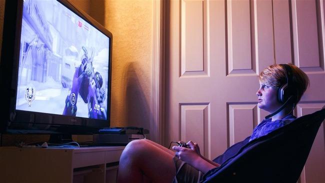 ゲーム依存 男性 1日の生活に関連した画像-01