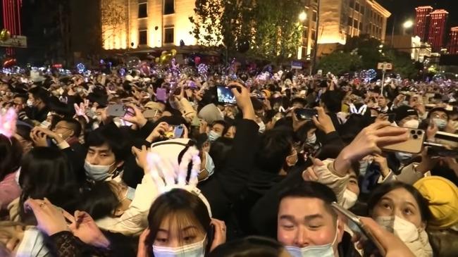 中国 武漢 新年カウントダウン 人混みに関連した画像-01