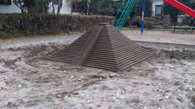 ツイッター 砂場 遊び場 子供 ピラミッドに関連した画像-03