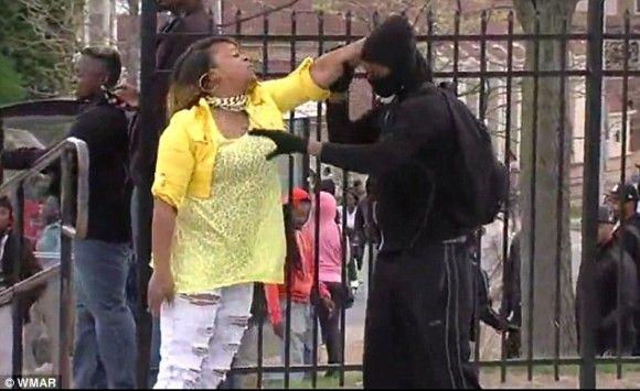 母 息子 ボルチモア 暴動 警察官 どつきまわすに関連した画像-01