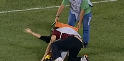 サッカー 負傷 担架 スタッフ 雑に関連した画像-01