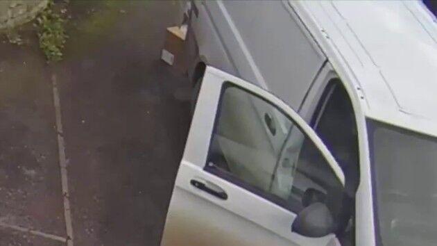 イギリス PS5 Amazon 配達員 監視カメラ 解雇に関連した画像-03