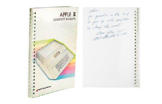 スティーブ・ジョブズ氏サイン入りマニュアル落札に関連した画像-01