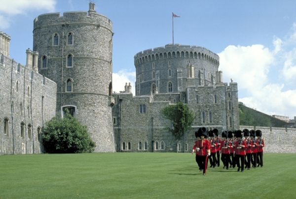 エリザベス女王 ウィンザー城に関連した画像-01
