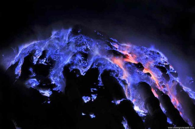 青い火山 ジャワ島に関連した画像-01