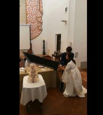 FF FF7 ファイナルファンタジー ファイナルファンタジー7 コスプレイヤー 結婚式 ウェディングケーキ バスターソードに関連した画像-03