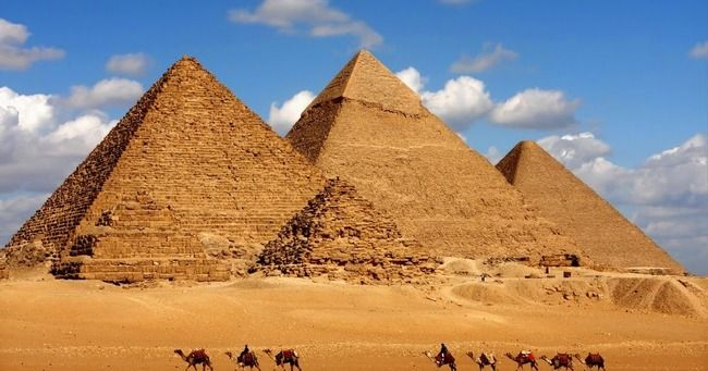 ピラミッド 頂上 全裸に関連した画像-01