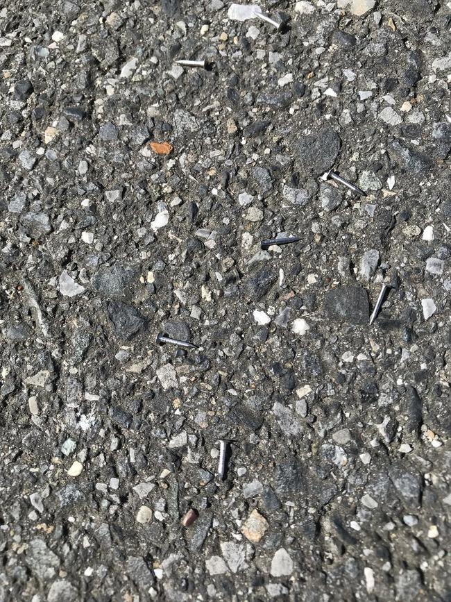 荒川 サイクリングロード 釘 自転車 ロードバイクに関連した画像-04
