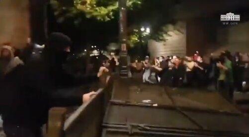 ホワイトハウス BLM デモ 暴動 衝撃映像公開に関連した画像-02