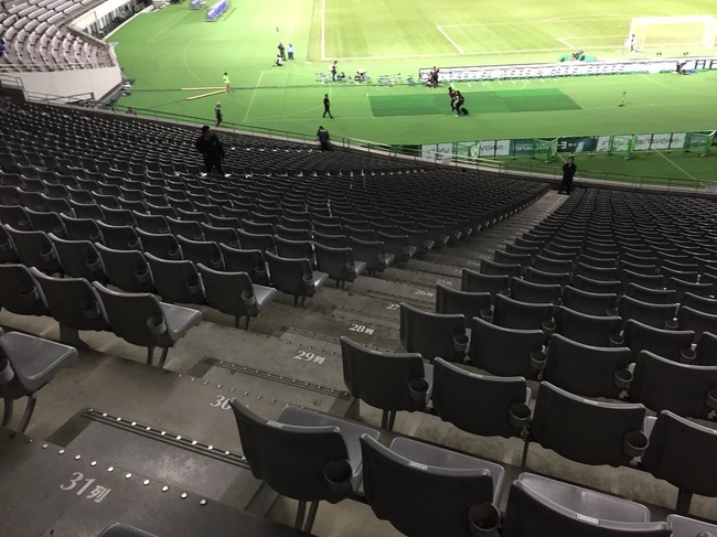 サッカー 北朝鮮 観客 ゴミに関連した画像-02