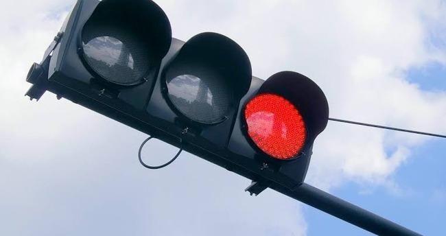 赤信号を自転車で渡った女子高生がはねられ死亡→車の男性に無罪判決が下される