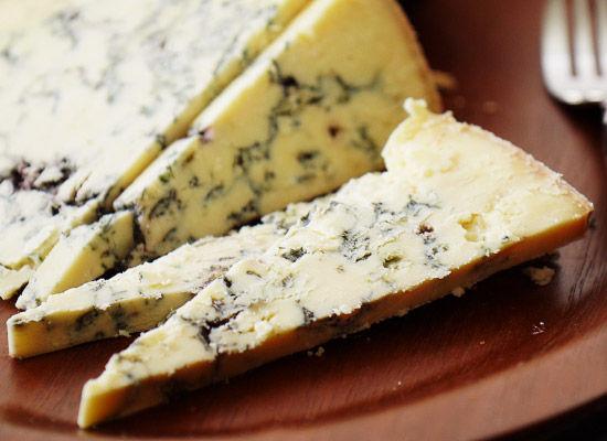 窮鼠はチーズの夢を見る: 食べると変な夢を見るチーズを食べてみた結果wwwwww : オレ的