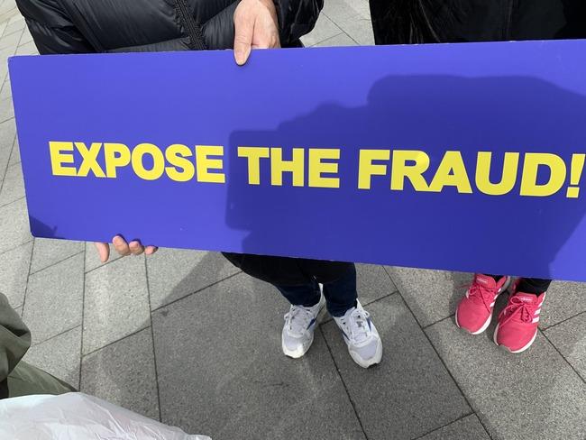 トランプ大統領 支持者 デモ行進 福岡 米大統領 日本 陰謀論に関連した画像-10