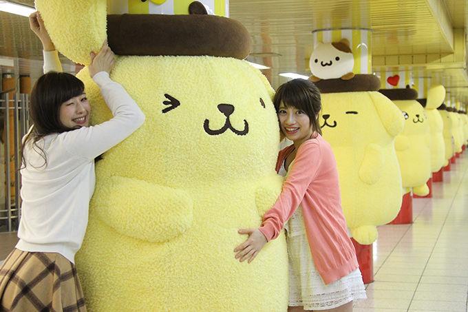 ポムポムプリン 巨大ぬいぐるみ 新宿駅 串刺しに関連した画像-03