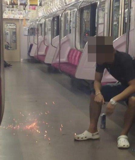 女子中学生 電車 花火に関連した画像-03