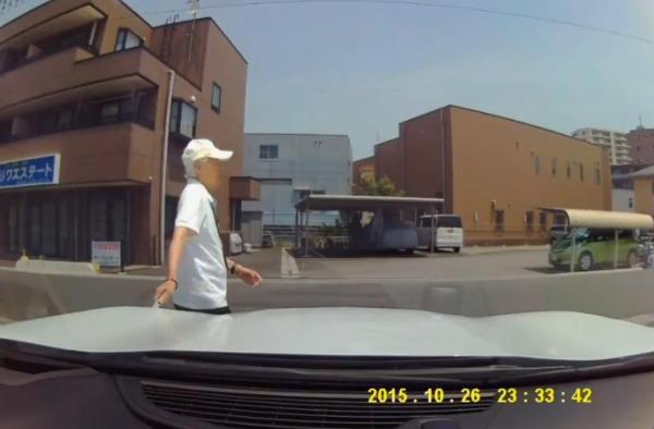 老害 車 カッター 傷 ドラレコに関連した画像-03