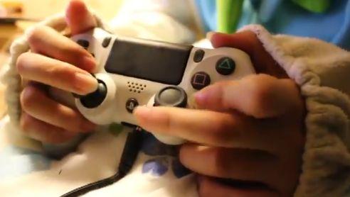 PS4 女子 ゲーマー コントローラー AC持ちに関連した画像-02