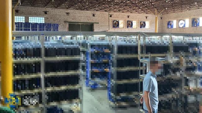 ウクライナ 仮想通貨 マイニング 工場 盗電 摘発 PS4 押収に関連した画像-01