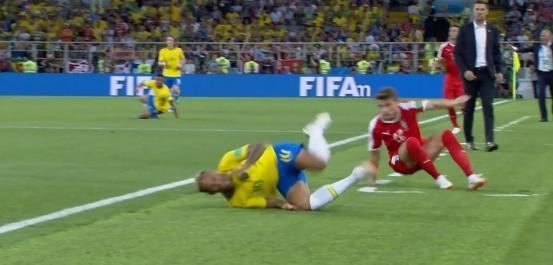 ネイマール ブラジル W杯 ワールドカップ 転がる 14分に関連した画像-01