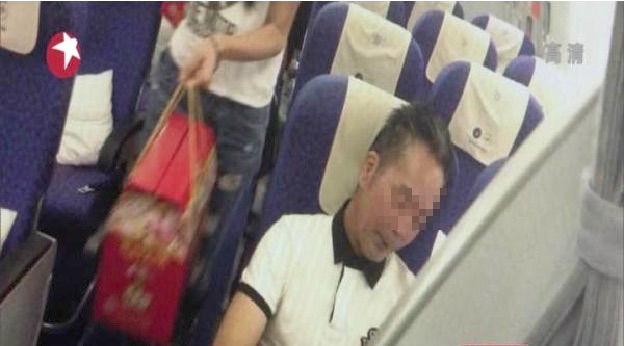 日本人 中国 飛行機 喫煙に関連した画像-03