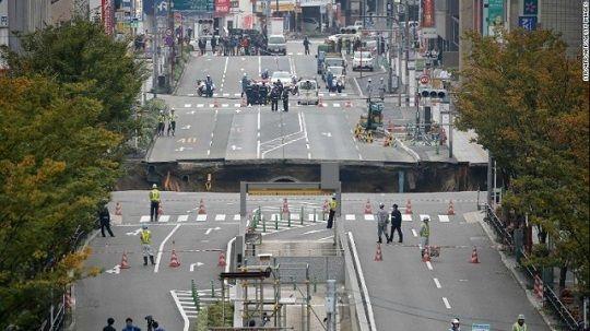 道路陥没に関連した画像-01