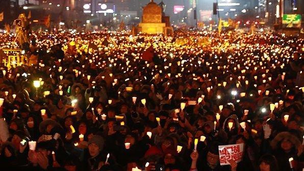 韓国人留学生 英国 イギリス 人種差別 ろうそくデモに関連した画像-01