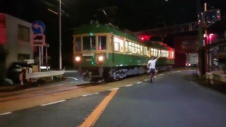 撮り鉄 江ノ電 外国人 迷惑 妨害 大声 集団に関連した画像-01
