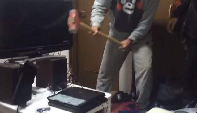 PS4 破壊 親父 ハンマー たむちんに関連した画像-01