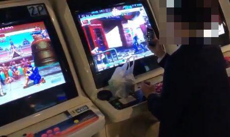 ゲーセン ゲームセンター スマホ 日本人 サラリーマン ダッドリー マシンガンブロー ブロッキング ストリートファイターに関連した画像-01