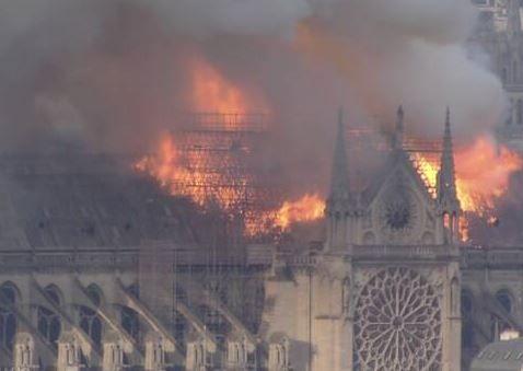 パリ ノートルダム大聖堂 火災 崩落 全焼に関連した画像-01