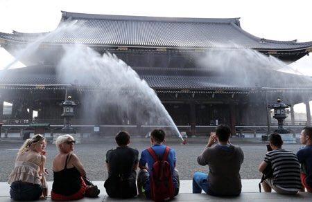東本願寺 打ち水 豪快に関連した画像-03
