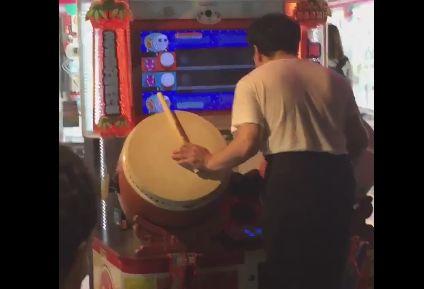 ゲーセン 太鼓の達人 神業 プレイヤー フルコンボ 二刀流 同時プレイ 秋葉原の神様 えいけつに関連した画像-01