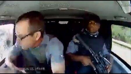 南アフリカ共和国 治安 輸送車 警備 アサルト ライフル 襲撃に関連した画像-01
