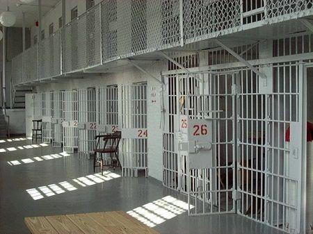 詐欺 刑務所 脱獄 囚人 スマートフォン スマホ メール イギリス 弁護士 出頭に関連した画像-01