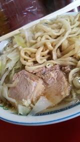 ラーメン二郎目黒店 ブタと麺アップ