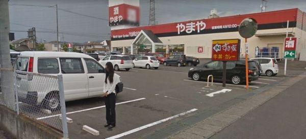 【閲覧注意】Google mapのストリートビューに写っている「謎の女性」が不自然で怖いと話題に