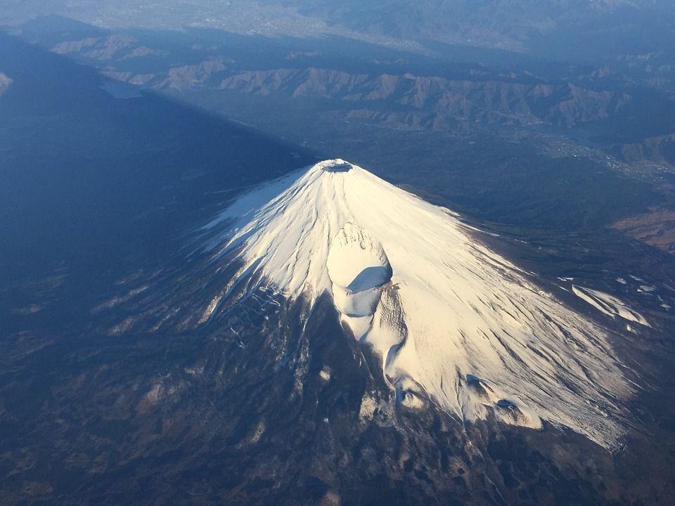 【TOCANA】2019年までに富士山大噴火か?科学者と予言者がガチ警告する「草津白根山の次に危ない火山」5選!