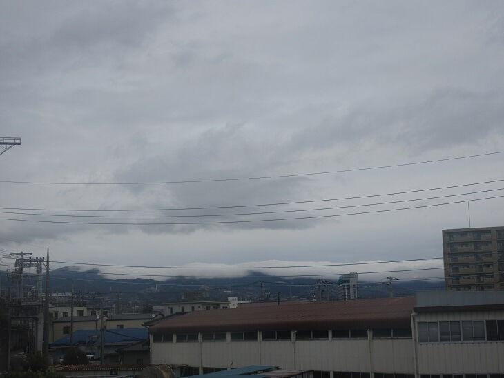 箱根連山尾根に白雲