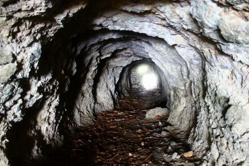 【ヒヒイロカネ】茨城の日立鉱山で「謎の金属」を発掘!トポロジカル絶縁体・超伝導体物質と酷似…超古代文明のオーパーツだろこれ