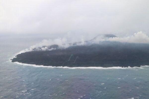 【海上保安庁】西之島の溶岩が海まで流れているのを観測…現在の島の様子がこちら