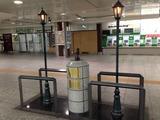 20140609060359!Akaikutsu_in_Yokohama_Station