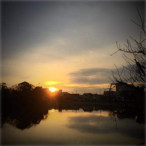 日は昇る、どんな時も必ず毎日ね〜^_−☆