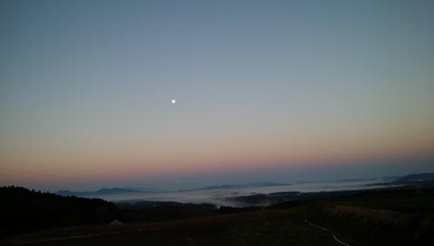 雲海と月2