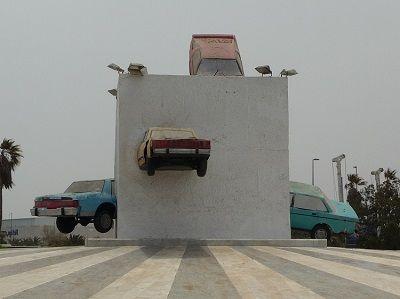 ⑨突っ込んだ車