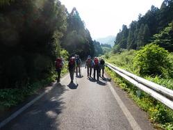 登山口まで舗装道路