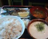 新橋 駅前ビル 和作 さんま焼き 麦とろ定食
